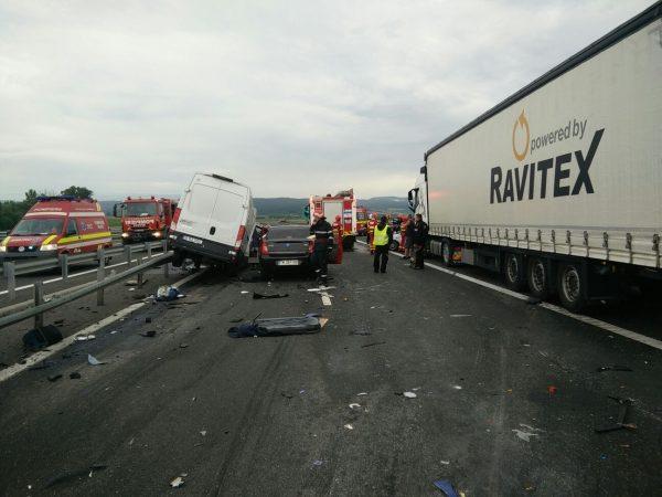 Dezastru pe A1 între Deva și Simeria. Patru morți și șapte răniți!