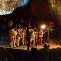 """""""Lumina Crăciunului"""" pătrunde în Peștera Bolii"""