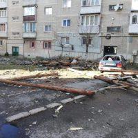 Distrugeri de acoperișuri și autoturisme provocate de vânt, la Lupeni