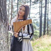 """Monica Cătălina Țugulea – fata din """"Manualul de nai"""""""