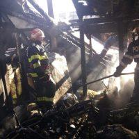 Cinci apartamente din Colonia Petroșaniului au fost afectate de un incendiu