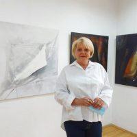 """Concertul formelor și culorilor în expoziția de pictură """"Sinestezii"""" de la Petroșani a artistului plastic Mariana Rub"""