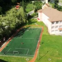 """Primăria Uricani transformă, cu bani europeni, o clădire abandonată în atelier-școală pentru elevii Liceului Tehnologic """"Retezat"""""""