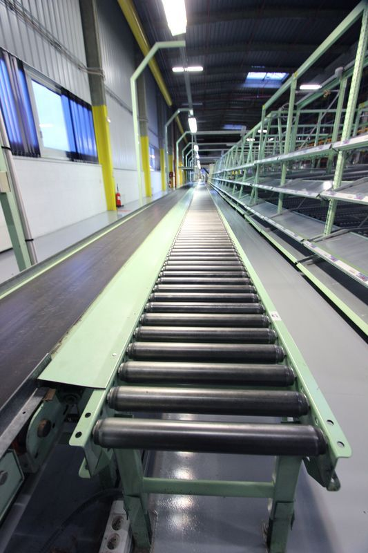 tapis de convoyage a rouleaux de marque rapistan lande largeur 40 cm longueur environ 517 metres li