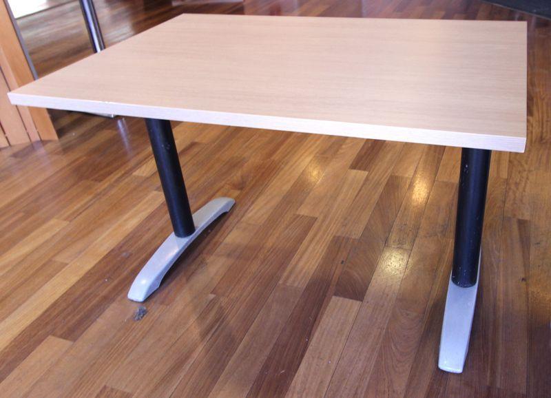 table rectangulaire edition pedrali plateau en bois stratifier de couleirs bois clair pietement en