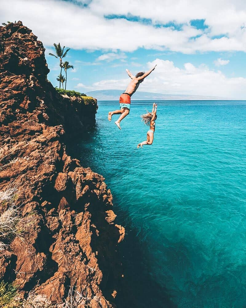 Cliff jumping in Hawaii!  See the 11 best places to visit in Hawaii (Oahu) #hawaii #avenlylanetravel