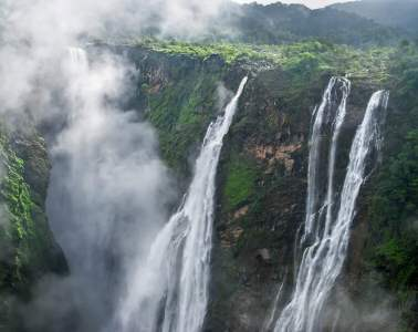 Jog Falls in India. The second highest waterfall in India! See more of the best waterfalls in Asia on Avenlylanetravel.com