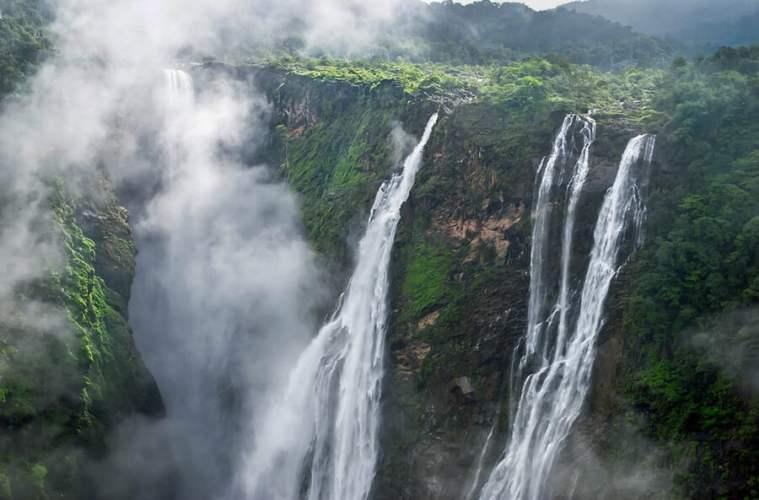 Jog Falls in India. The second highest waterfall in India! See more of the best waterfalls in Asia on Avenlylanetravel.com