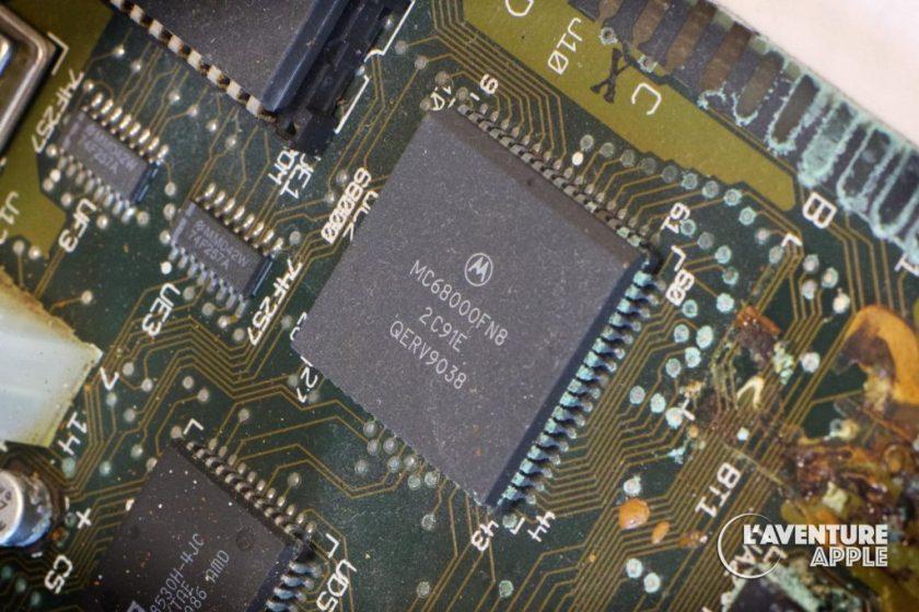 Motorola 68000 sur carte-mère rouillée