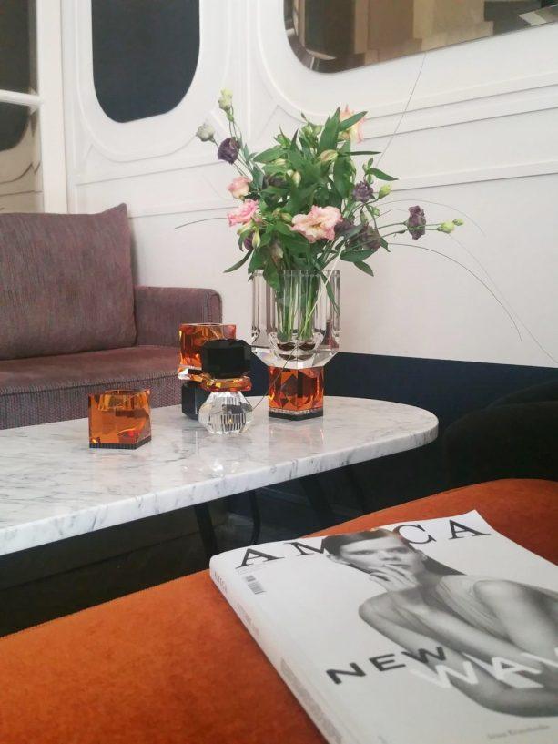 vase-cristal-orange-noir-reflexions-hotel-panache-paris-aventuredeco