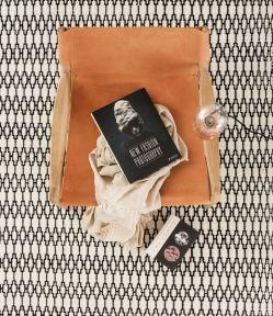 tapis-blanc-et-noir-graphique-aventuredeco