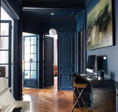 salon-mur-couleur-bleu-canape-cuir-marron-aventuredeco (2)
