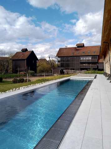 piscine-exterieur-spa-hote-des-berges-aventuredeco (3)