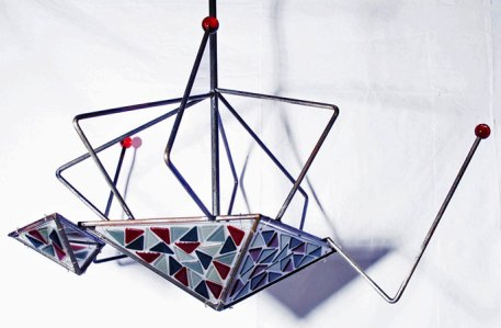 "Ellen Kuijl, ""Anansi"", lamp, gefused glas in metalen frame, 100 x 100 cm."
