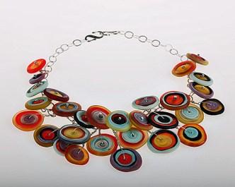 """Anat Sapir, """"Buttons"""" collier met geëtste glazen kralen, silver plated ketting."""