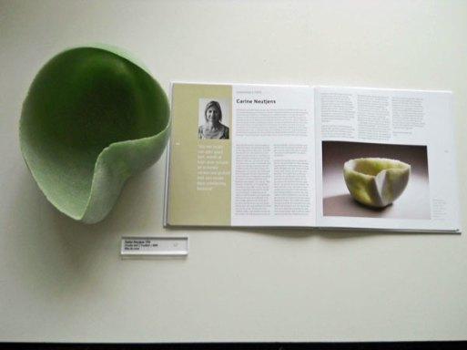Het ledenobject van Carine Neutjens en het Jubileumboek van de VVMG.