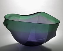 """""""Zachte Vorm VI"""", 2013, geblazen en gezandstraald glas, 26x38x20 cm."""