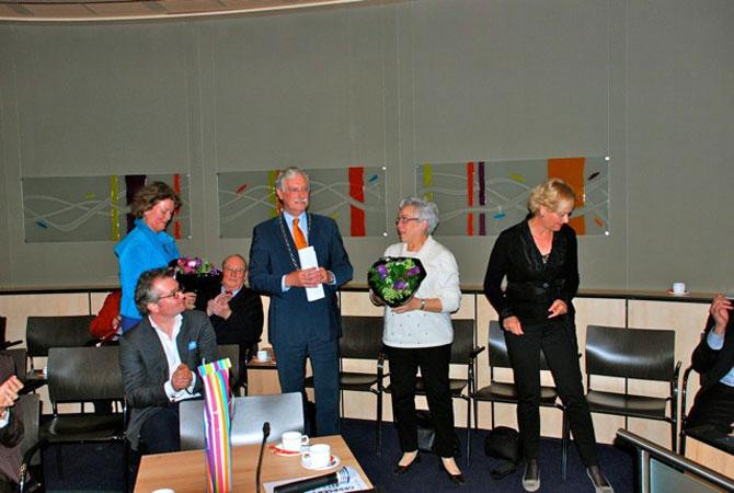 Gezellig napraten met achterzijde v.l.n.r. Hermine van der Does, Hans van der Hoeve, Margriet Pleiter en Jenny Delissen (beleidsmedewerkster Epe).
