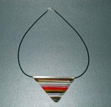 Martine Knoppert, 'Hanger' nr. 1239, gefused glazen hanger, met rubber koord.