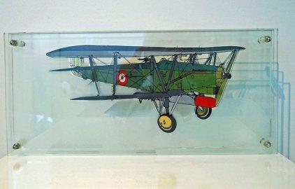 3-Dimensioneel glaspaneel met Historisch Vliegtuig, vervaardigd door glaskunstenaar Harry Ravers.