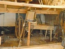 19-490-Stal-rechts-bij stro-hakselaar-2 objecten passend bij, mag in de bak.