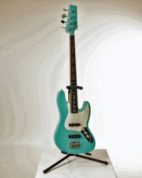 "Wil Wessels, ""Bass gitaar"" glazen instrument, gefused en geslumped glas, 35 x 120 cm."