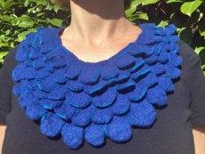 Collier-blauw