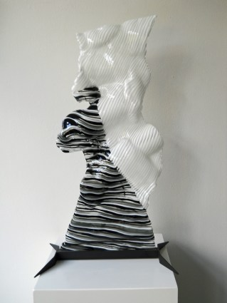 Snow Carrier - 2012 - gefused en geslumped glas - hoog 77 cm