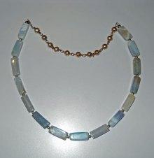 Vuuragaat, vuur-agaat-kralen, zilveren ketting met zilverenballetjes en zilverentussenballetjes.