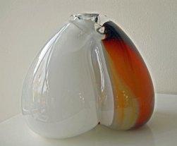 Glassculptuur Nr. 21018 - door metaal geblazen glas, 30 x 23 cm.