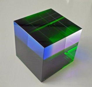 Massive Kubus - Tsjechisch optisch kristal, 10x10x10 cm.