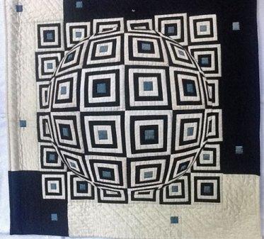 Pop art - wit, zwart katoen, blauwe zijde. Handgequilt, 80 x 80 cm