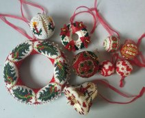 Crochet - kerstornamenten - handgemaakt met minikraaltjes.