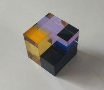 Optisch kristal, Open kubus -zwart-violet-amber, 8x8x8cm.