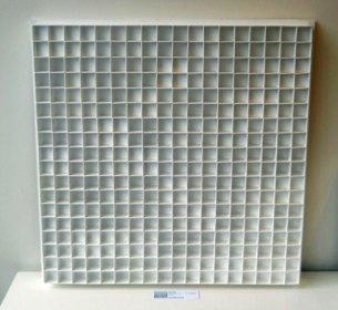 Wit relief, karton op hout, 2017, 80 x 80 cm.