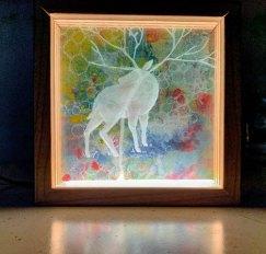 Dreamliner, vensterglas, papier en inkt, hout en led-licht, 17 x 17 x 4 cm.