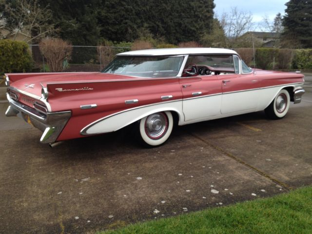 This a 1959 Pontiac Bonneville Flattop 4 door