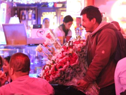 colombian bar rose seller