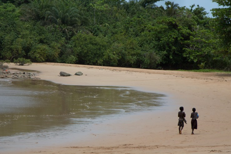 ghana ezile bay village beachkids