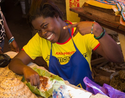 ghana malata market seller eating lunch