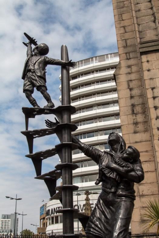 liverpool blitz remembrance statue