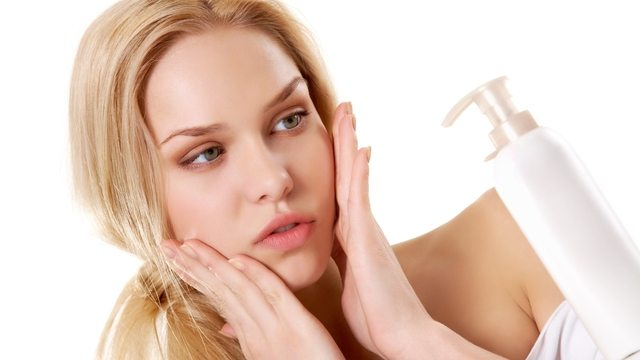 WHY SHOULD I CARE ABOUT ENDOCRINE DISRUPTORS IN MY SKIN CARE?