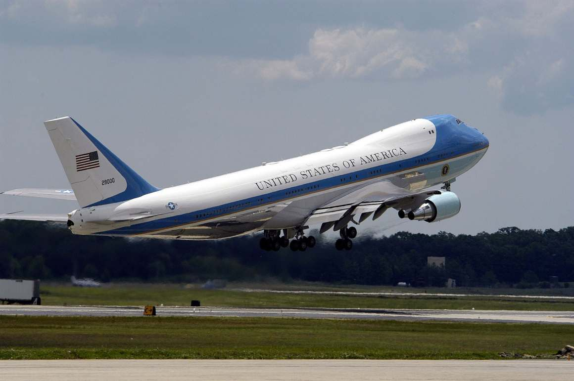 """SAM 28000, """"Air Force One"""" when the President is on board, is one of the two VC-25s (747-200s) presidential aircraft. (U.S. Navy photo by Photographer's Mate 2nd Class Daniel J. McLain)"""