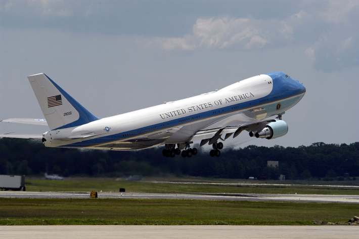 "SAM 28000, ""Air Force One"" when the President is on board, is one of the two VC-25s (747-200s) presidential aircraft. (U.S. Navy photo by Photographer's Mate 2nd Class Daniel J. McLain)"
