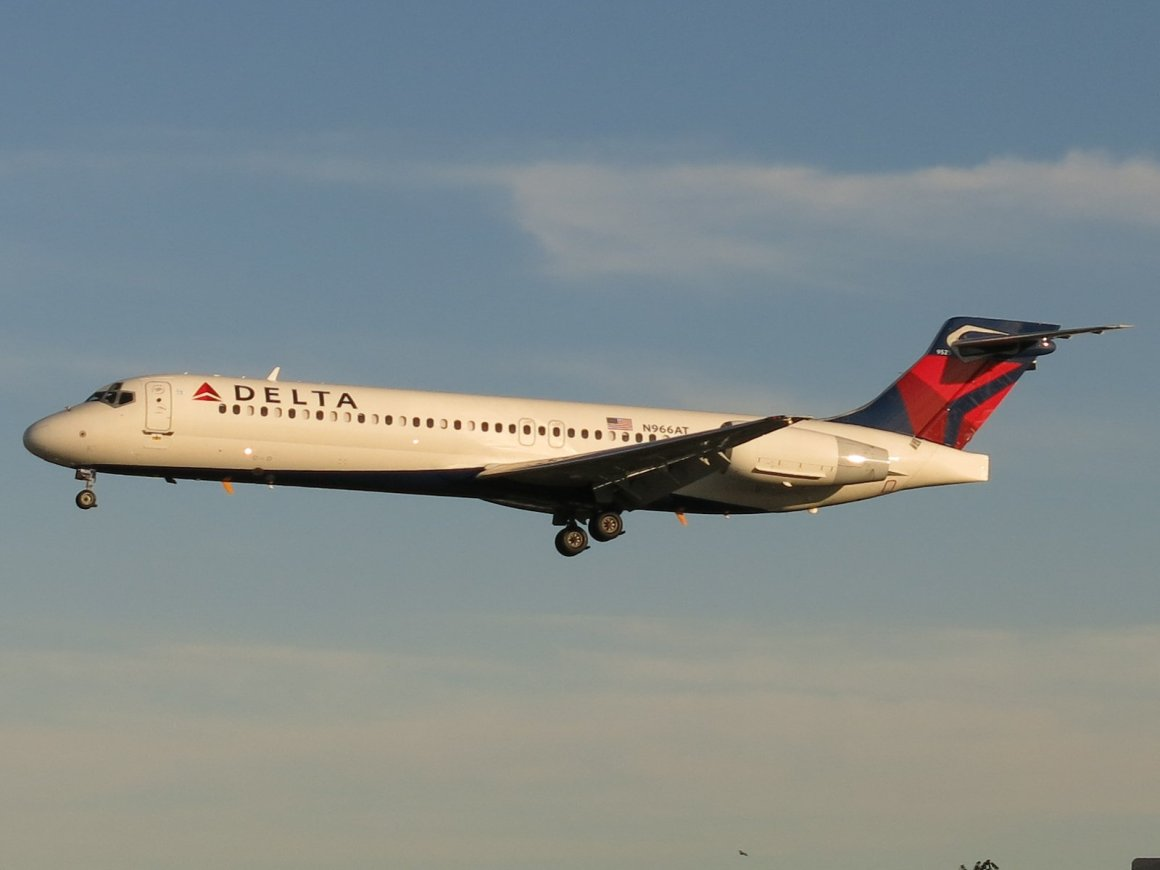 A Delta Air Lines Boeing 717 arrives into New York LaGuardia airport. Wikipedia Photo by: AEMoreira042281