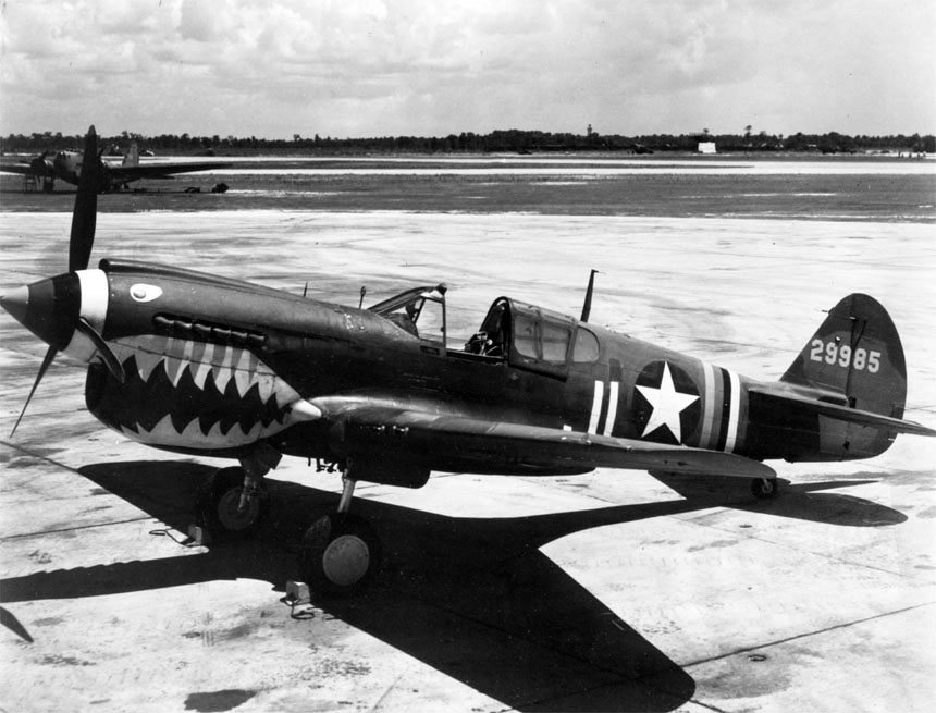 curtiss_p-40_with_shark_mouth_paint_00910460_060