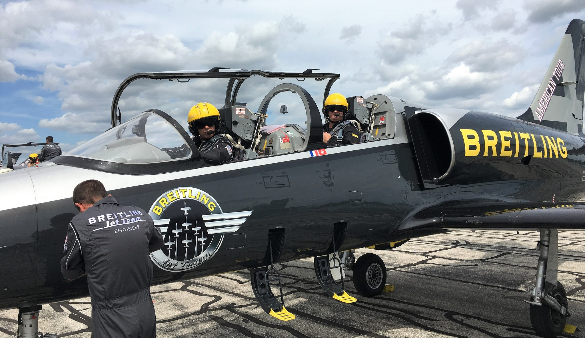 breitling jet team displayed aerobatic precision during north america tour. Black Bedroom Furniture Sets. Home Design Ideas