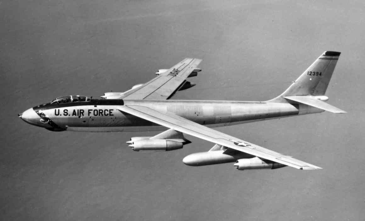 This image has an empty alt attribute; its file name is 22d_Bombardment_Wing_Boeing_B-47E-55-BW_Stratojet_51-2394.jpg
