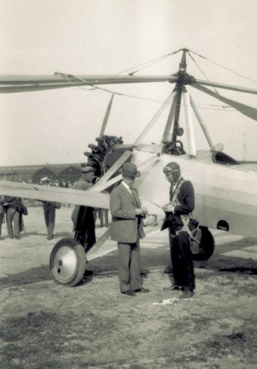 Orville Wright y Harold Pitcairn junto al Autogiro C.8W (1929)