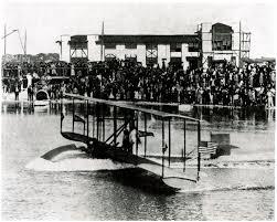 El primer vuelo regular de pasajeros.